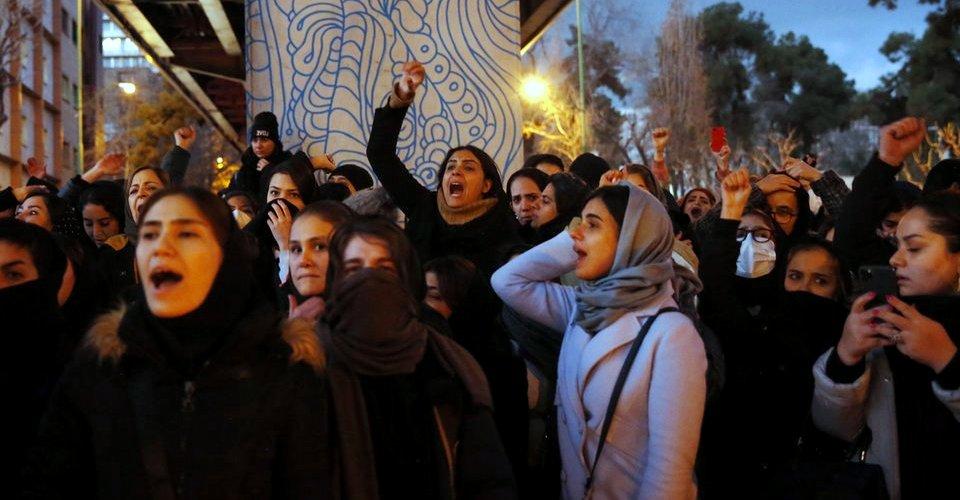مظاهرات في طهران ومدن إيرانية تندد بكذب النظام حول إسقاط الطائرة الأوكرانية وتطالب بتنحي خامنئي